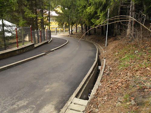 Strada Alpinistilor din Busteni, rigola neterminata