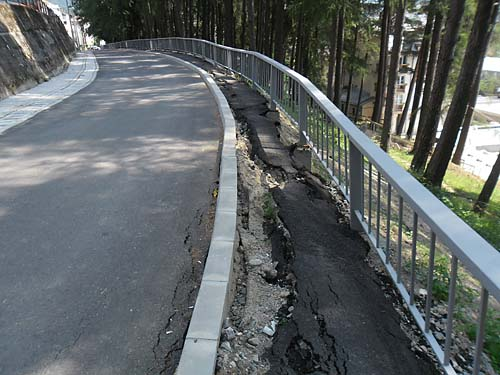 Busteni, o statiune renascuta: strada Alpinistilor surpata